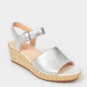 Sandale CLARKS argintii, Kamasun, din piele naturala